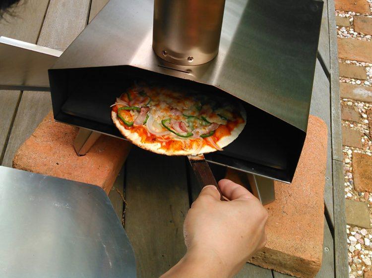 ピザを回転させます