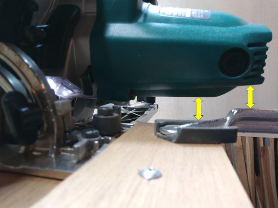 モーター部分とクランプの干渉