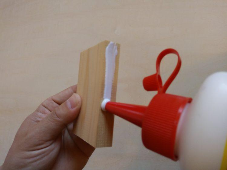 酢酸ビニル樹脂エマルション接着剤塗布