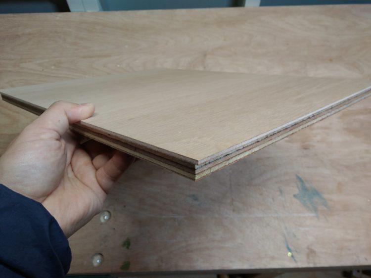 突き板合板の余白部分