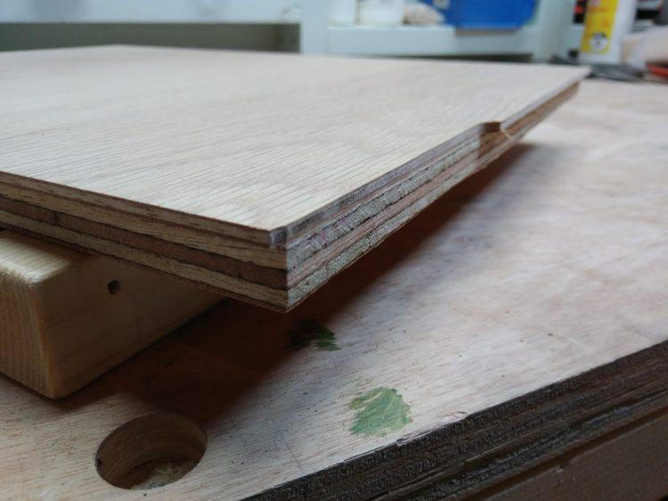突き板合板の余白のみ切削
