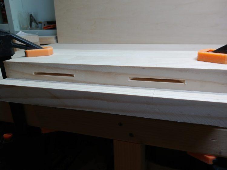 ①材木端溝加工完了