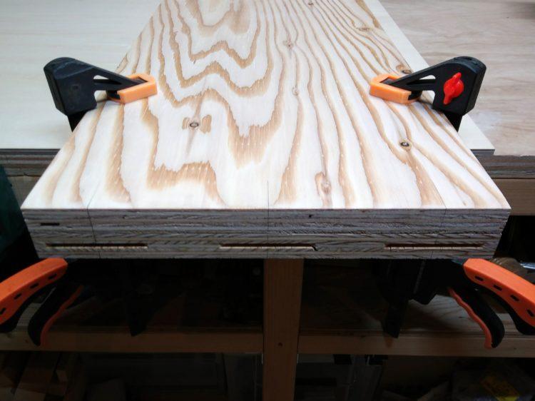 側板と二枚重ねで固定