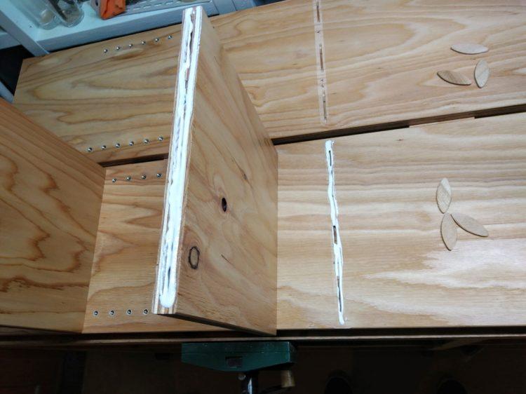 木工接着剤を塗布
