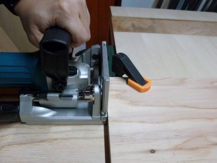 固定棚木口面に溝加工