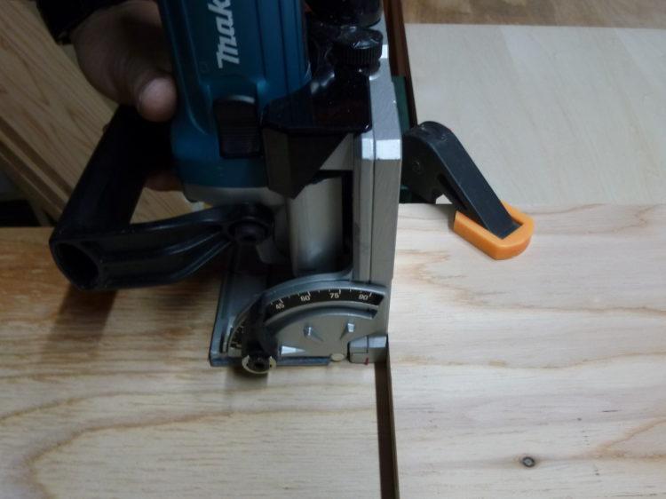 側板(または中仕切り板)に溝加工