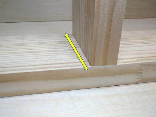 A材とB材の際に墨線を引く