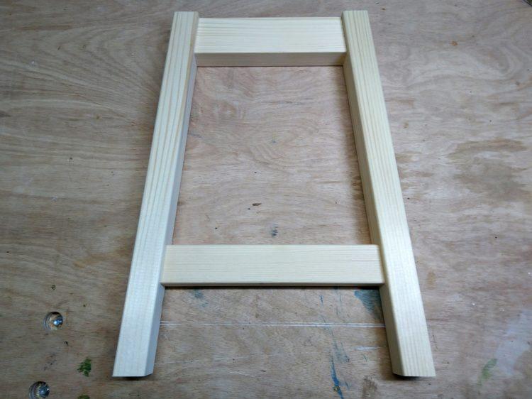 端部が斜めの幕板・貫と脚の接合