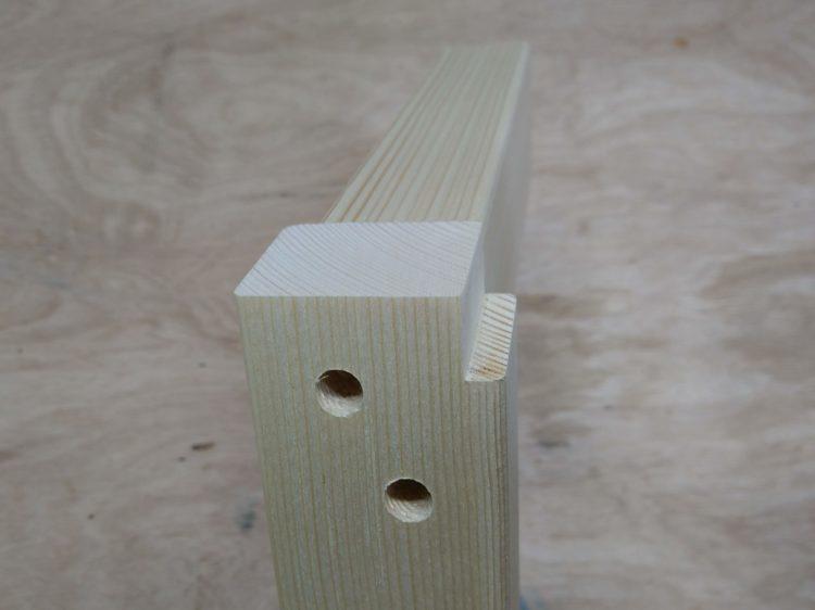 幕板側面と脚の欠き取り側面が面