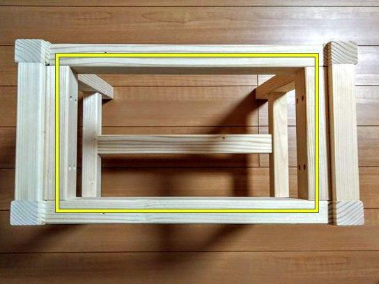 前後の幕板と補強材の枠