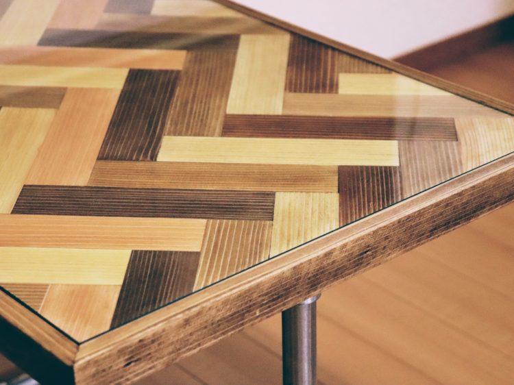 ヘリンボーン柄サイドテーブル