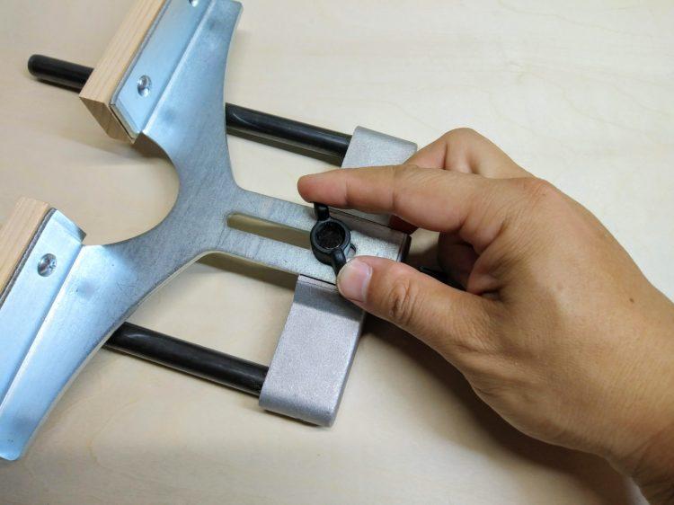 ツマミネジを締めストレートガイドを固定