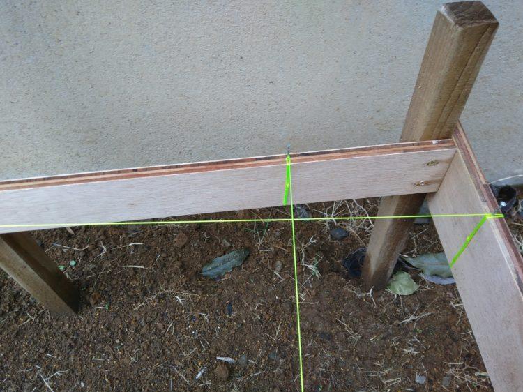 墨付け位置に水糸を固定