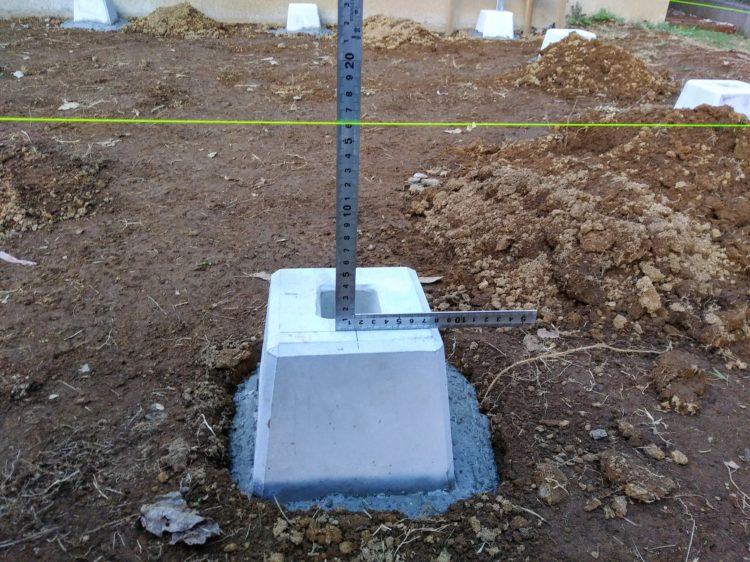 束石から水糸までの寸法を測定