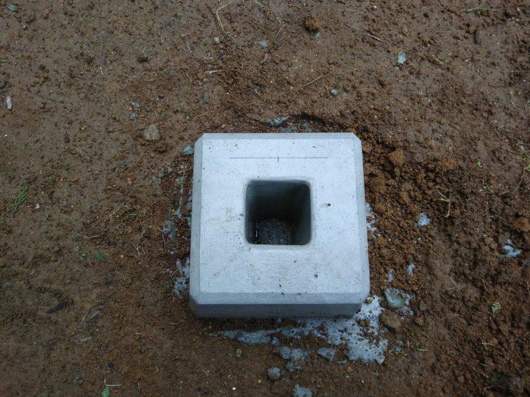 束石中央の穴