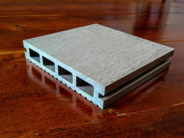 人工木(アドバンスデッキ)の床板
