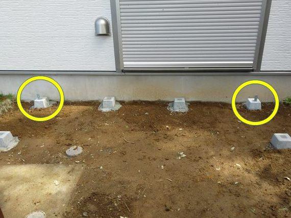 母屋側・両角の束柱から固定