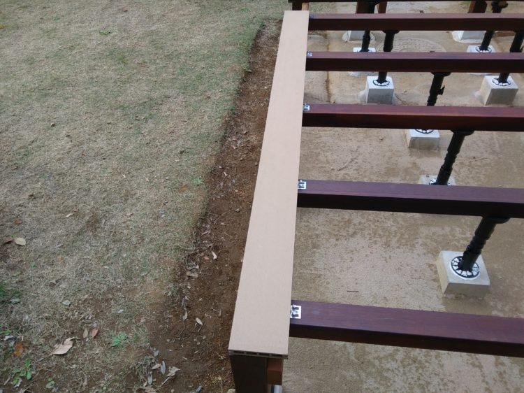 1枚目の床板を固定