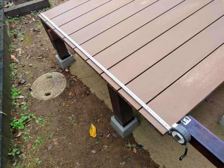1枚目の床板からの長さを測る