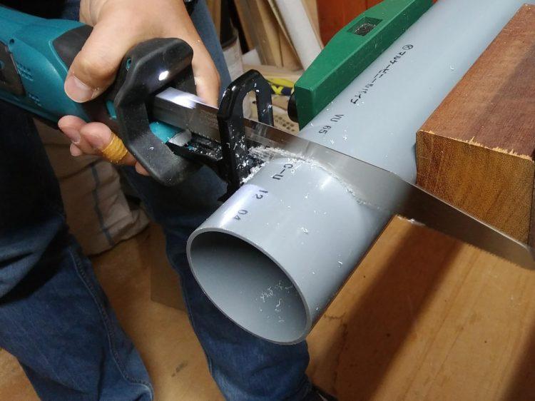 塩ビパイプ(外径76mm・厚さ2.2mm)を切断