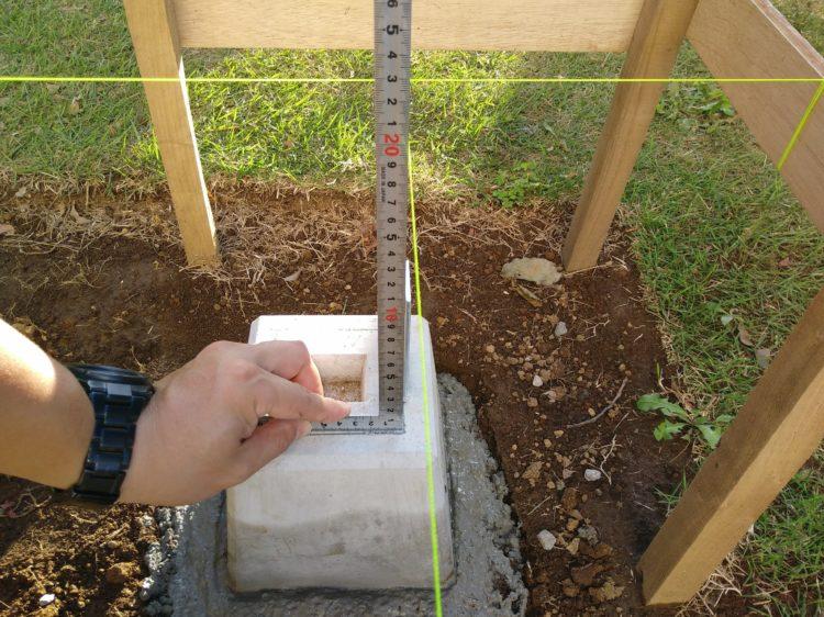 水糸と束石の位置確認