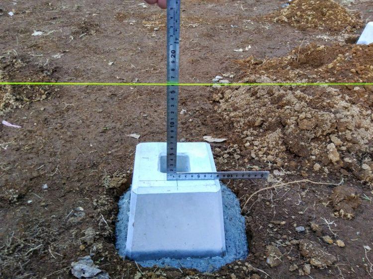 水糸から束石までの高さを計測