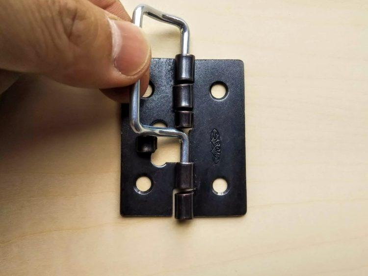 レバーを上げロックを解除