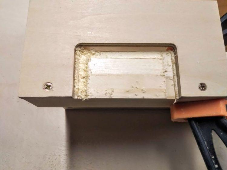型板に沿った切削