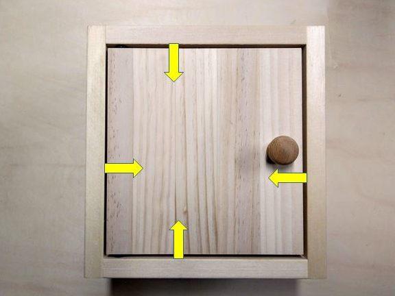 取付枠に収まる扉を用意
