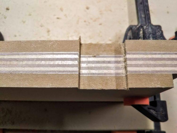 真ん中の残った部分を切削