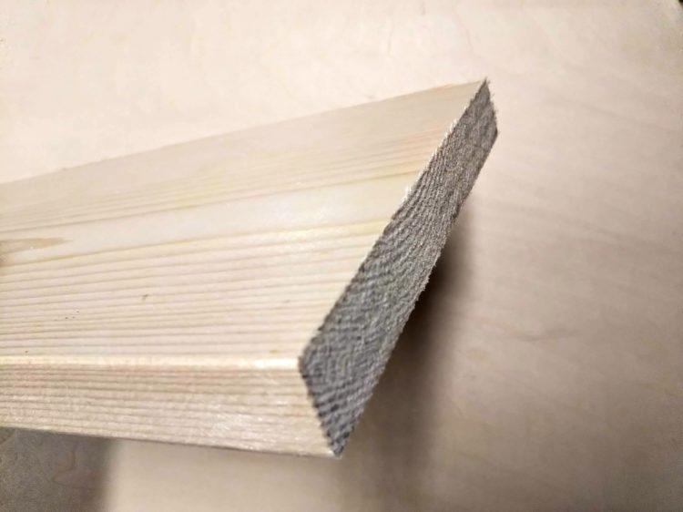 木材高速切断用ブレード使用の切断面