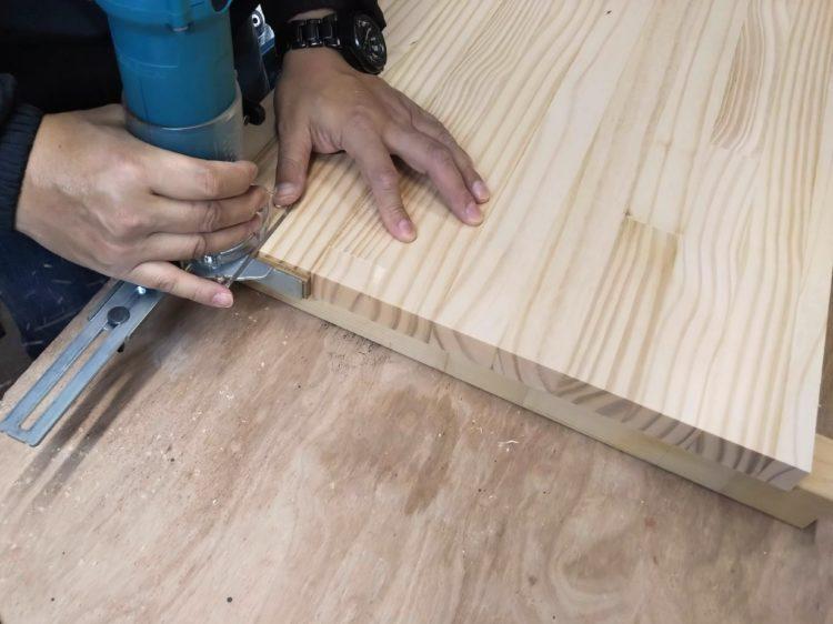 板材の木口面を切削