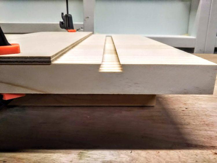 板材の裏面にあり溝加工完成