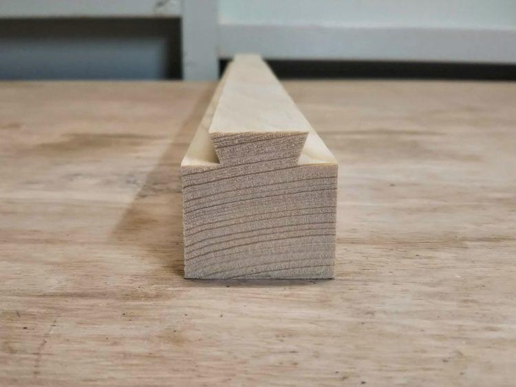 桟木をあり型に加工
