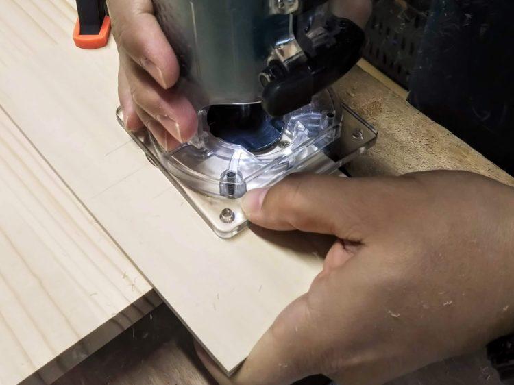 テンプレートに沿わせて切削する
