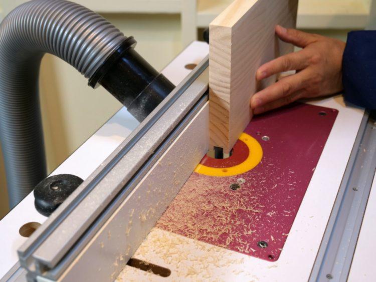 板材を立てて切削