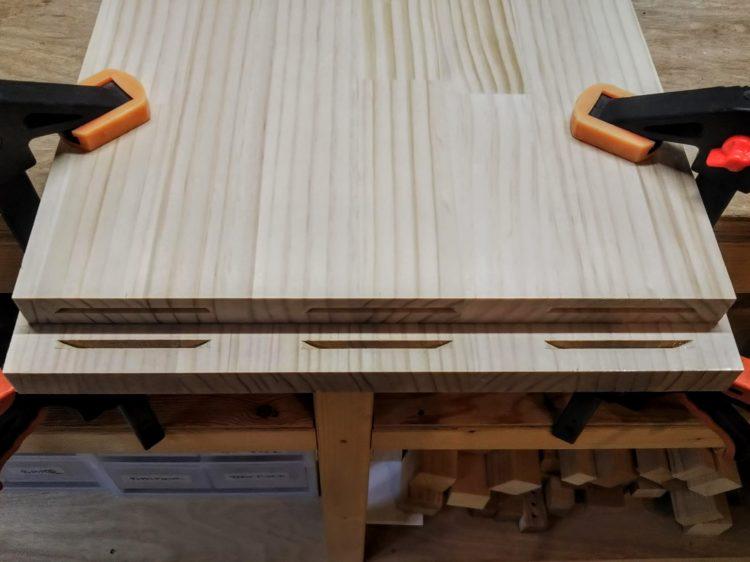 天板裏面に溝の切削完了