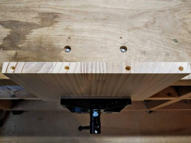 側板木口面のダボ穴あけ完了