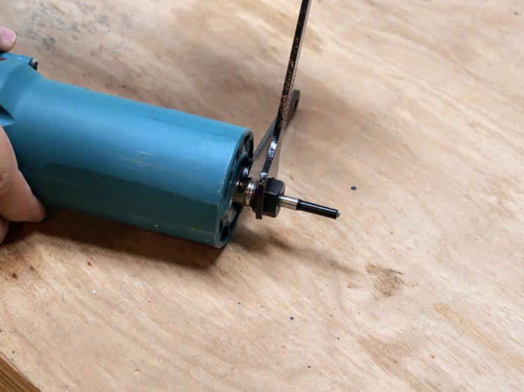 ストレートビット(B材板厚1/3寸法と同径)を装着