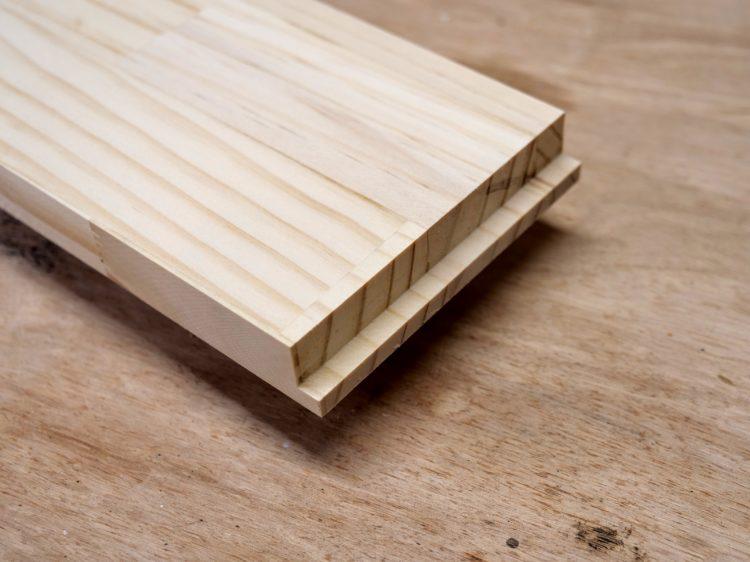 B材の木口面に片胴付きのさねを加工