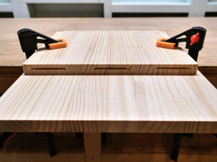 棚板木口面に溝切削完了