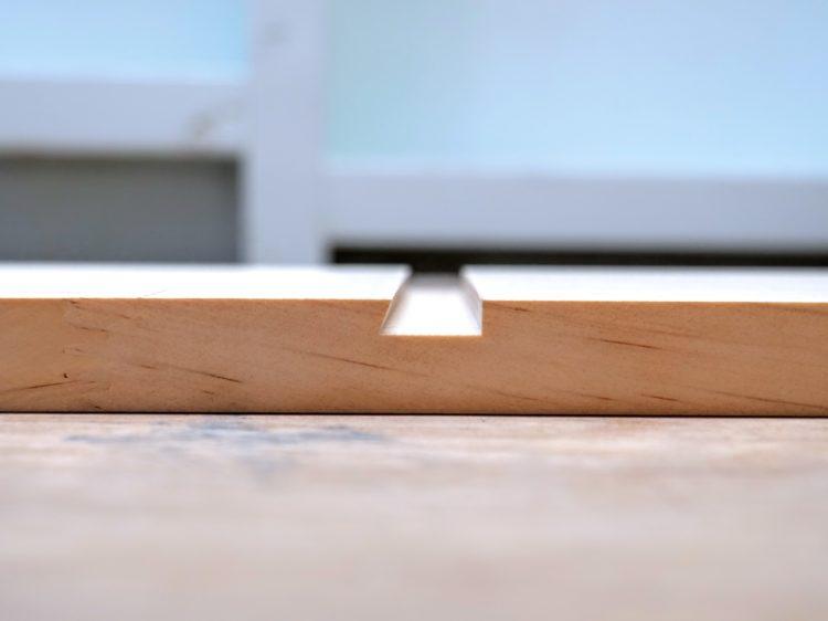 片あり形の溝