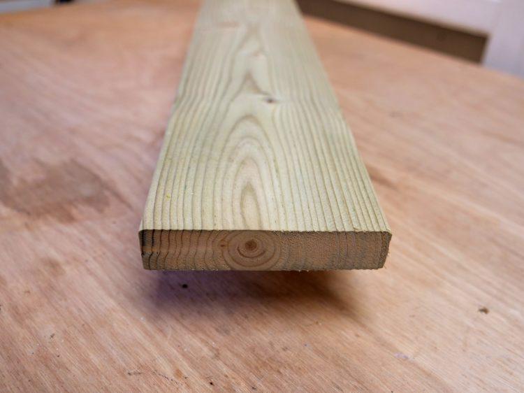 ソフトウッド(防腐剤注入材)木口面