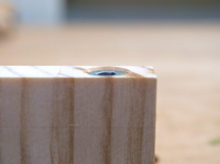 C材木口面よりつば(ナット上端)が内側にある収まり